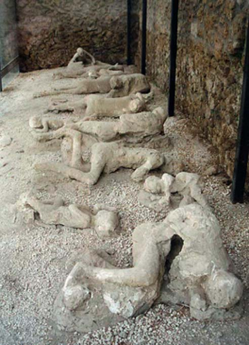 The Pompeii victims were encased in the volcanic ash. The Pompeii bombs are hidden in volcanic ash. (Hohum / CC BY-SA 3.0)