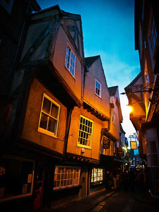The Shambles, York, at night. (Sebastian Mrozek/CC BY SA 3.0)