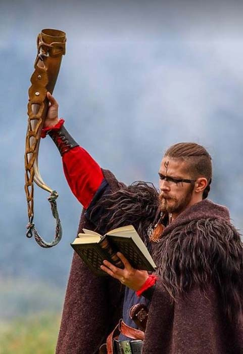 The gothi (pagan priest) at the Viking wedding in Norway. (ViralKing)