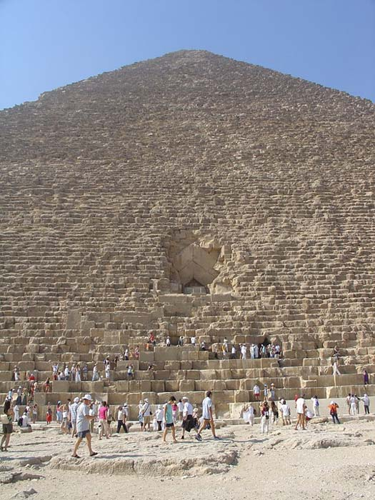 The immense size of the Great Pyramid of Giza can be grasped with this photo.