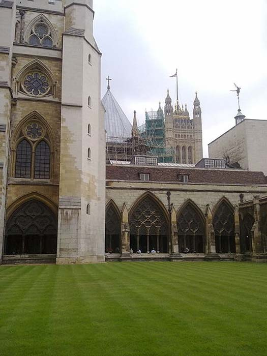 The internal cloisters of Westminster Abbey looking south west towards the Victoria Tower of the Houses of Parliament. (Ozeye/CC BY SA 3.0)