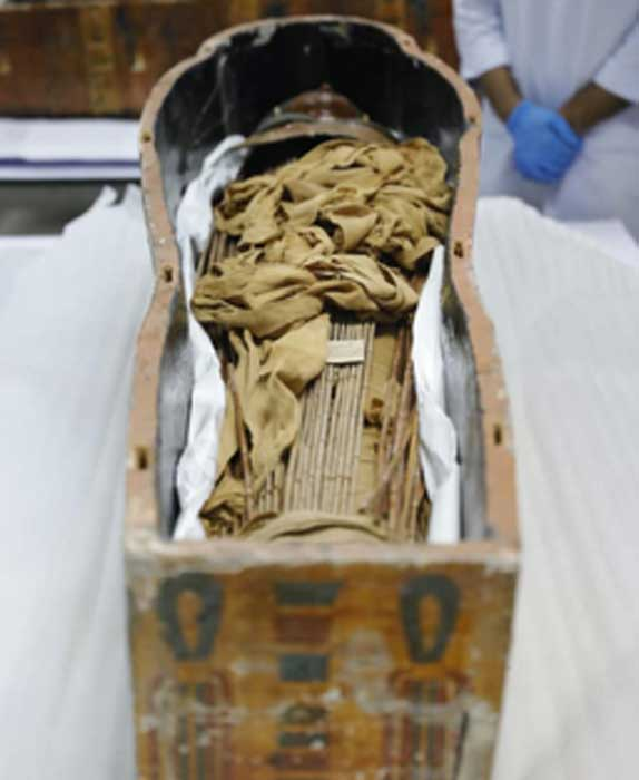 The mummies belong to Sennedjem and his wife. (Ministry of Antiquities / Facebook)
