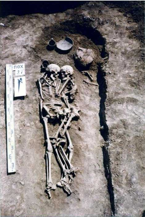 The skeletons of the pair show they were buried together in a loving embrace. (east2westnews)