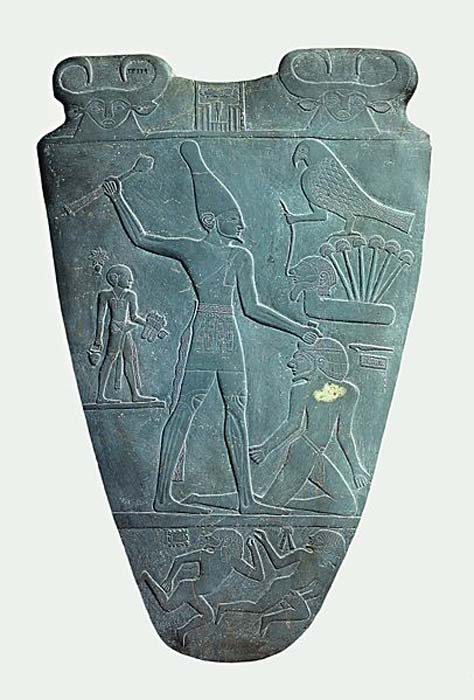The smiting side of the Narmer Palette. (Public Domain) Scholars have interpreted this as a representation of the pharaoh conquering Lower Egypt.
