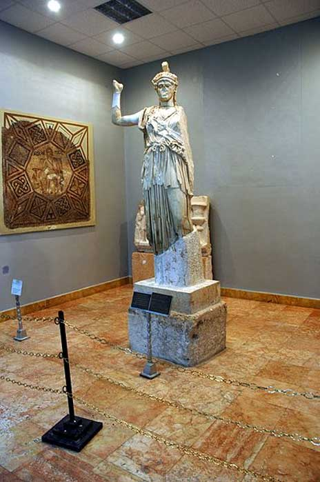 The statue of Al-lāt (equated with Athena) found in its temple (destroyed in 2015). (Gianfranco Gazzetti / GAR/CC BY SA 4.0)