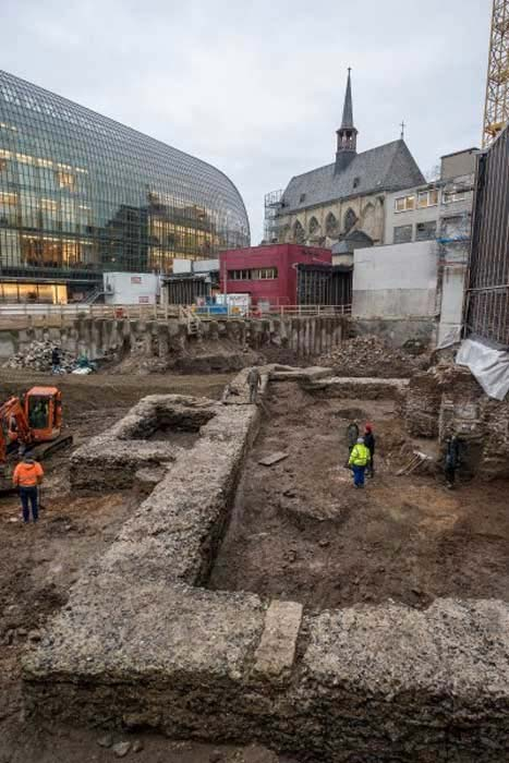 The walls of the Roman library will be integrated into the Protestant Church community center that will be built on the site, where visitors can see them. ( Hi-flyFoto / Römisch-Germanischen Museums der Stadt Köln )