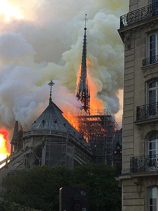 The wooden spire just before its collapse at the Notre Dame cathedral fire. (Antoninnnnn / CC BY-SA 4.0)