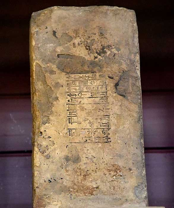 There are nine lines of cuneiform inscriptions on this fired clay brick; stamp of the king Amar-Sin (Amar-Suen, previously misread as Bur-Sin), king of Ur. 2100-2000 BC. From Eridu (modern-day Tell Abu Shahrain), southern Mesopotamia, Iraq. It is currently housed in the British Museum in London. (Osama Shukir Muhammed Amin FRCP(Glasg)/CC BY SA 4.0)