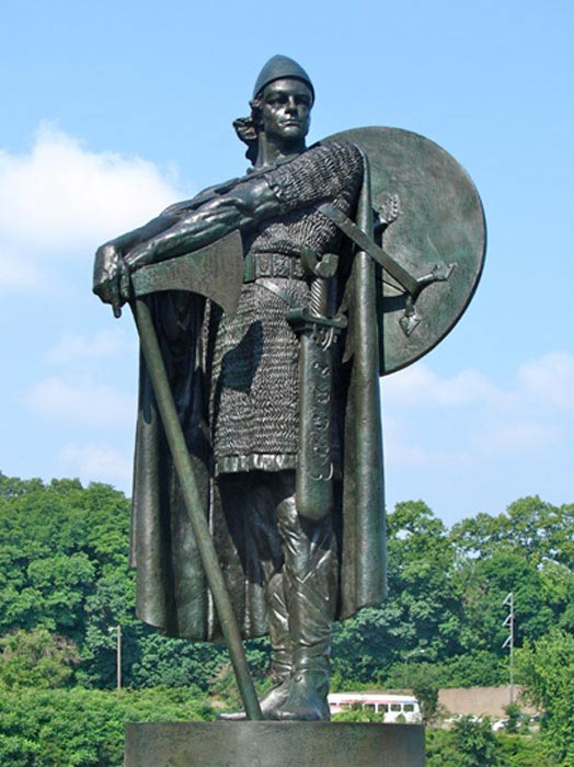 A statue of Thorfinn Karlsefni in Philadelphia, Pennsylvania.