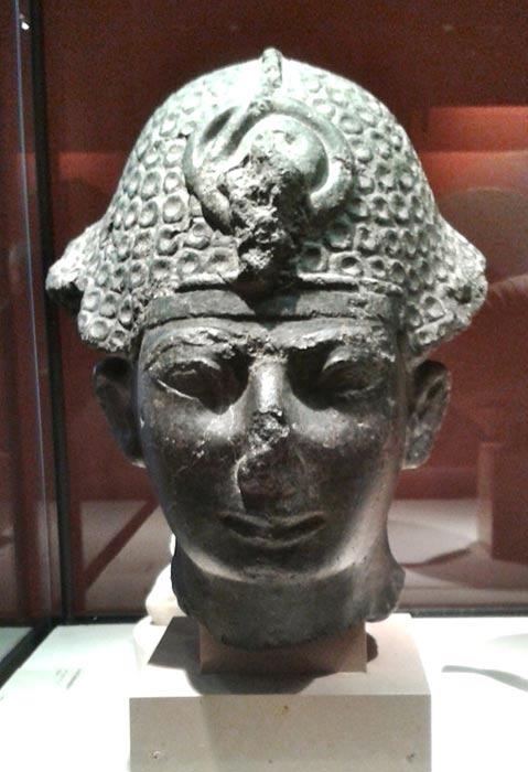 Thutmose IV wearing the khepresh, Musée du Louvre.