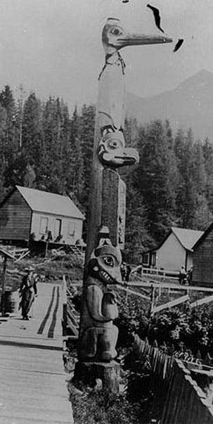 Tlingit totem pole in Ketchikan, Alaska, circa 1901