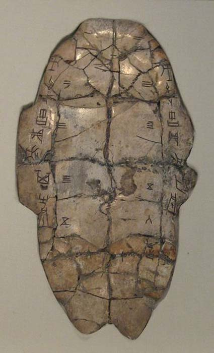 Tortoise plastron with divination (an oracle bone) inscription from the Shang dynasty, dating to the reign of King Wu Ding. (CC BY SA 3.0)