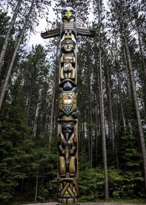 Totem Pole in Algonquin Provincial Park, Ontario, Canada. (Public Domain)