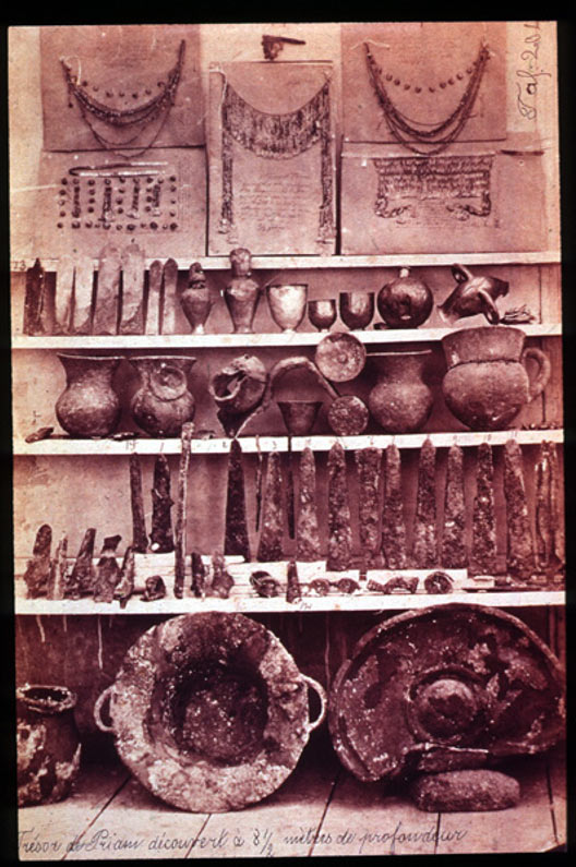 """Items from the Troy II treasure (""""Priam's Treasure"""") discovered by Heinrich Schliemann. The collection was divided in 1880."""