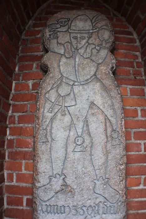 "Upper half of ""Eulenspiegel's tombstone"" in Mölln, Schleswig-Holstein. (Soenke Rahn/CC BY SA 3.0)"