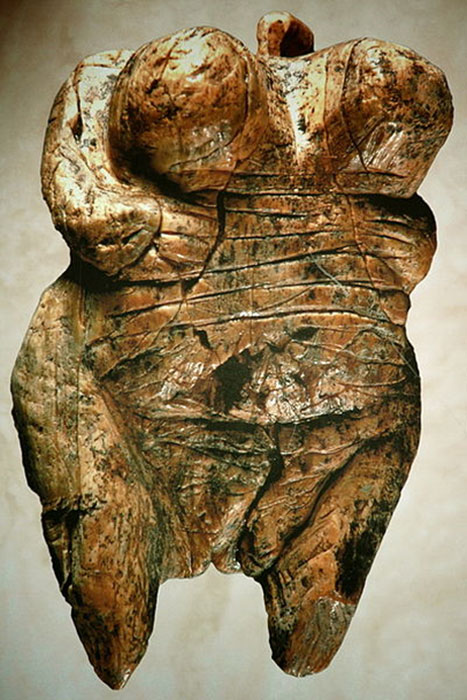 Venus of Hohlefels, the earliest Venus figurine, Paleolithic period, mammoth ivory, female representation in prehistoric art has been equated by some with female dominance or power implying a Matriarchy Society. (Ramessos / CC BY-SA 3.0)