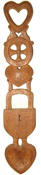 Welsh lovespoon with hearts, a wheel, and a lock. (Public Domain)