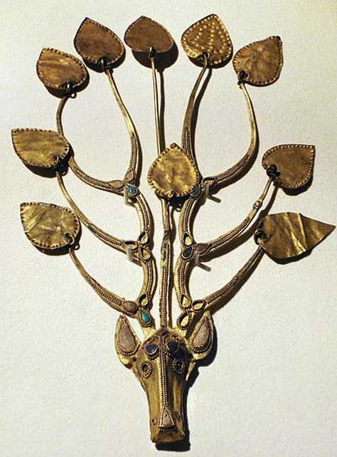 Worn by a Xianbei aristocrat, this ornament features antlers with three branches and ten golden leaves each. The leaves are attached with gold rings to allow them to sway when the wearer moves; this was known as Bu Yao (moving with the rhythm of one's steps). Horses were believed to dispel evil and bring good fortune. (Editor at Large/CC BY SA 2.5)