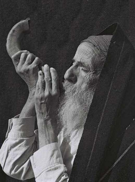 Yemenite Jew blowing shofar, 1947. (Public Domain)