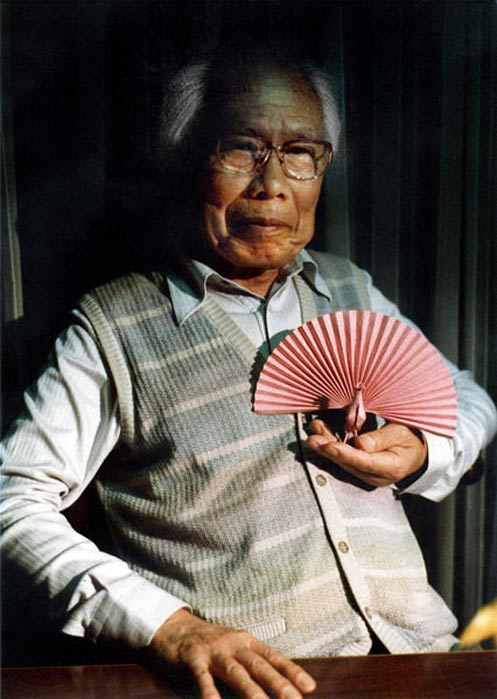 Yoshizawa at his home in the early 1980s.