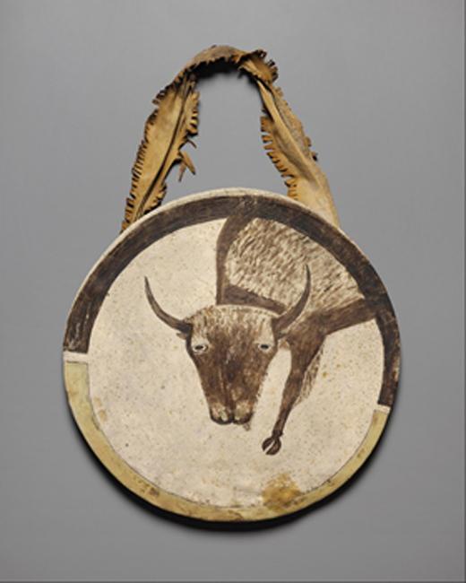 Une photo d'archive d'un bouclier en cuir brut, ca.  1850, au Nelson-Atkins Museum of Art.