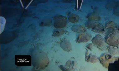 Amphorae found at the shipwreck