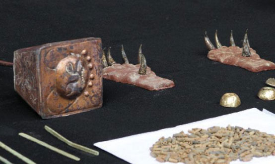 Artifacts recovered from the Moche tomb