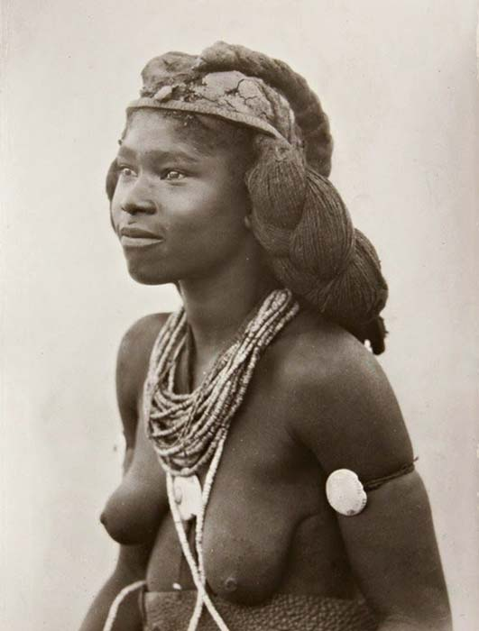 A beautiful young woman of the Mbalantu tribe wears her hair as a headdress, signifying that she is married. Photo: CHL Hahn, Collection Antje Otto