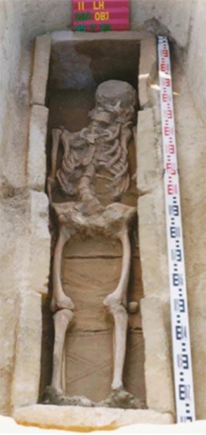 The brick-lined burial of Grave 54 represents late Antique traditions, which prevailed among the supposed founder generation of the cemetery. (Corina Knipper et al. / PLOS ONE)