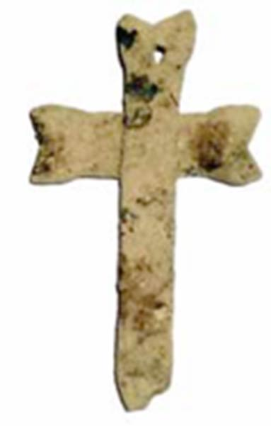 A bronze cross found at the excavation site. (G. Cinamon & Y. Lerer)