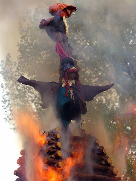Burning effigies of witches on Witches Night in the Czech Republic. (Public Domain)