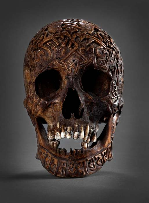 Front view of the carved skull.