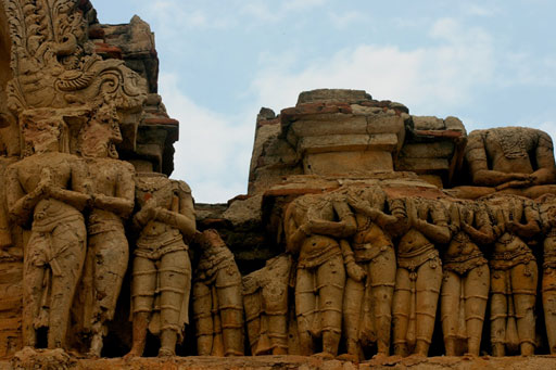 Carvings of worshippers at Hampi