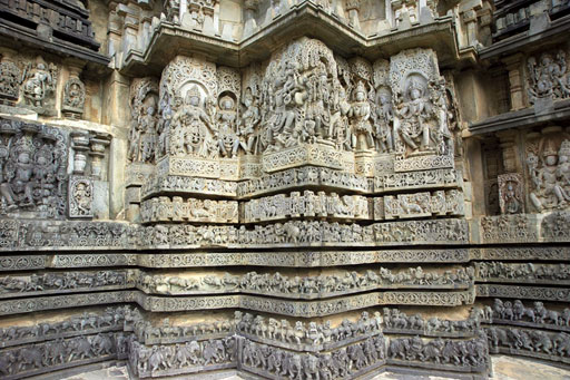 Carvings on the Hoysaleshwara Temple