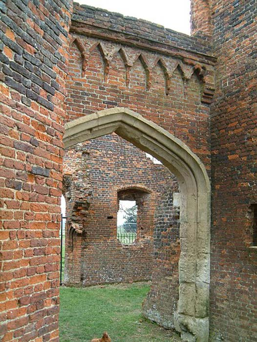 Brickwork at Someries Castle, one of the earliest brick structures in England. (Forscher scs / CC BY-SA 4.0)