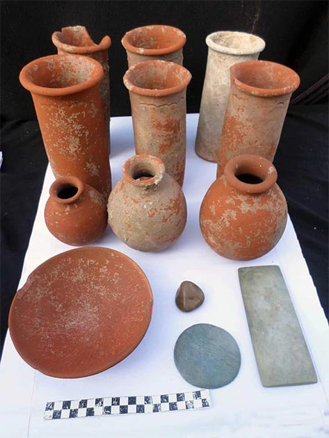 Ceramics found in some of the graves. (Ministry of Antiquities)