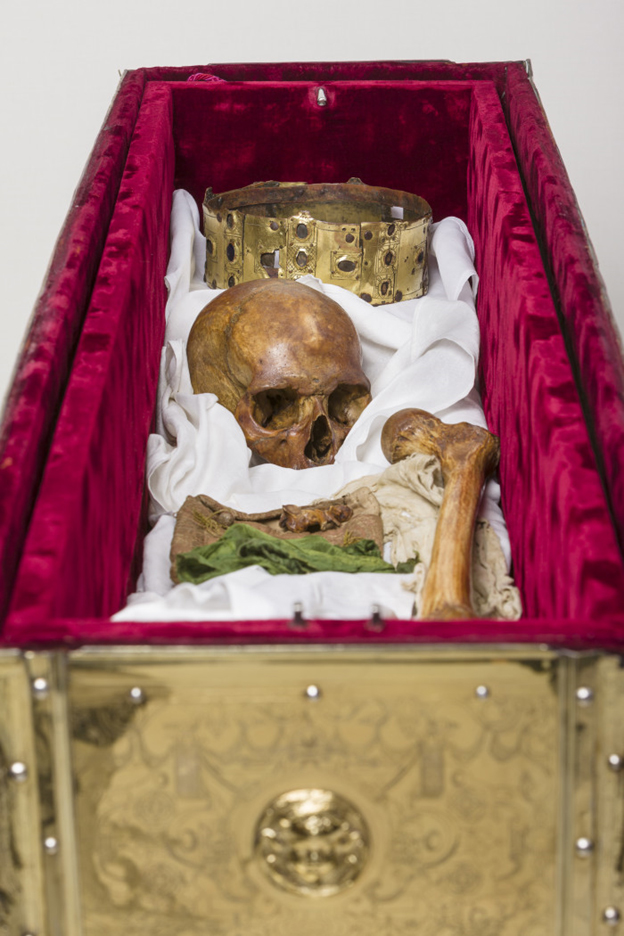 Some of the contents of King Erik's reliquary. Note that the picture is arranged, this was not how it looked when the box was opened.