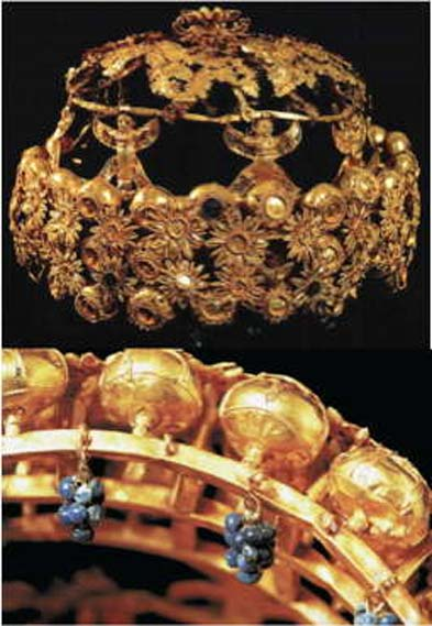 A richly made crown from Tomb III in the Northwest Palace.