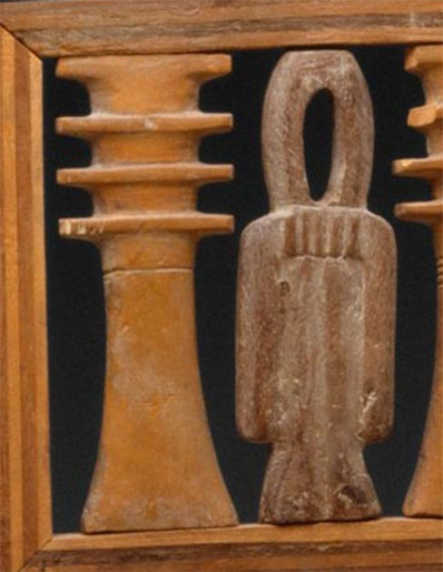 The djed pillar and the 'tyet' are well-chosen symbols for the two Royal Game of Ur phases as proposed below. The tyet is also known as the Knot of Isis. Detail of chair from Hatnefer's and Ramose's tomb, 18. Dynasty Egypt, c. 1492–1473 BC. (Metropolitan Museum / Public domain / Provided by the author)