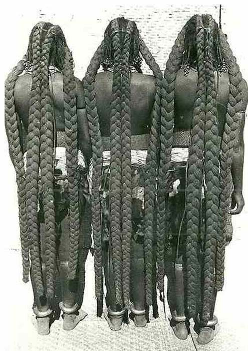 The eembuvi-plaits of Mbalantu women before the Ohango initiation ceremony (1930s). Photo: CHL Hahn, Collection Antje Otto
