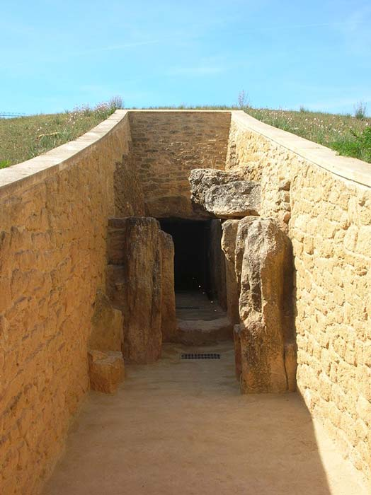 The entrance to the Dolmen de Viera.