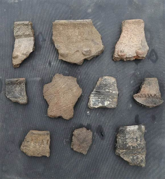 The excavators found many pottery fragments. (Xinjiang Institute of Archaeology)
