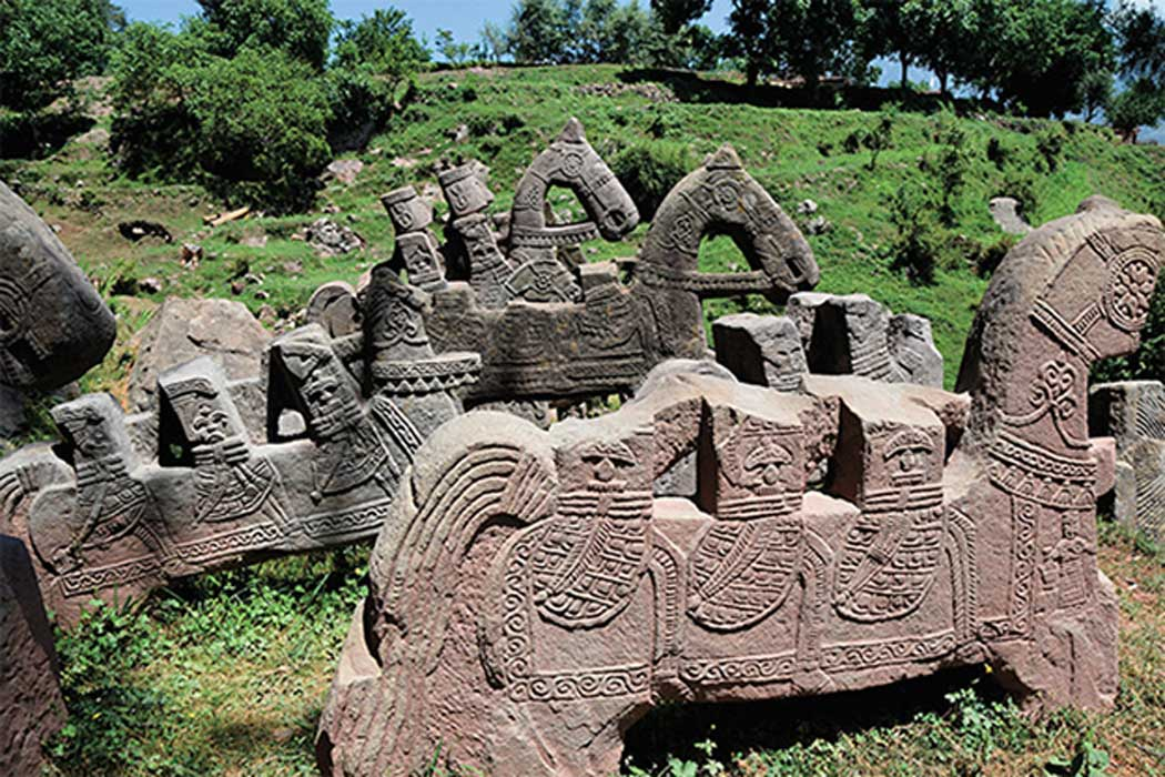 About 200 stone statues from the Middle Ages discovered in the Himalayas