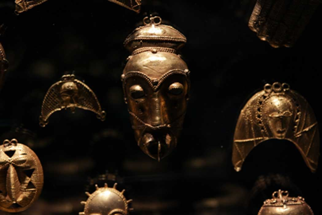 The most striking feature of African gold adornment is the wealth of its proverbial imagery. Many of the objects depict animals, birds, fish, insects, seeds, manmade objects and fruit. (© Javett-UP Collection)
