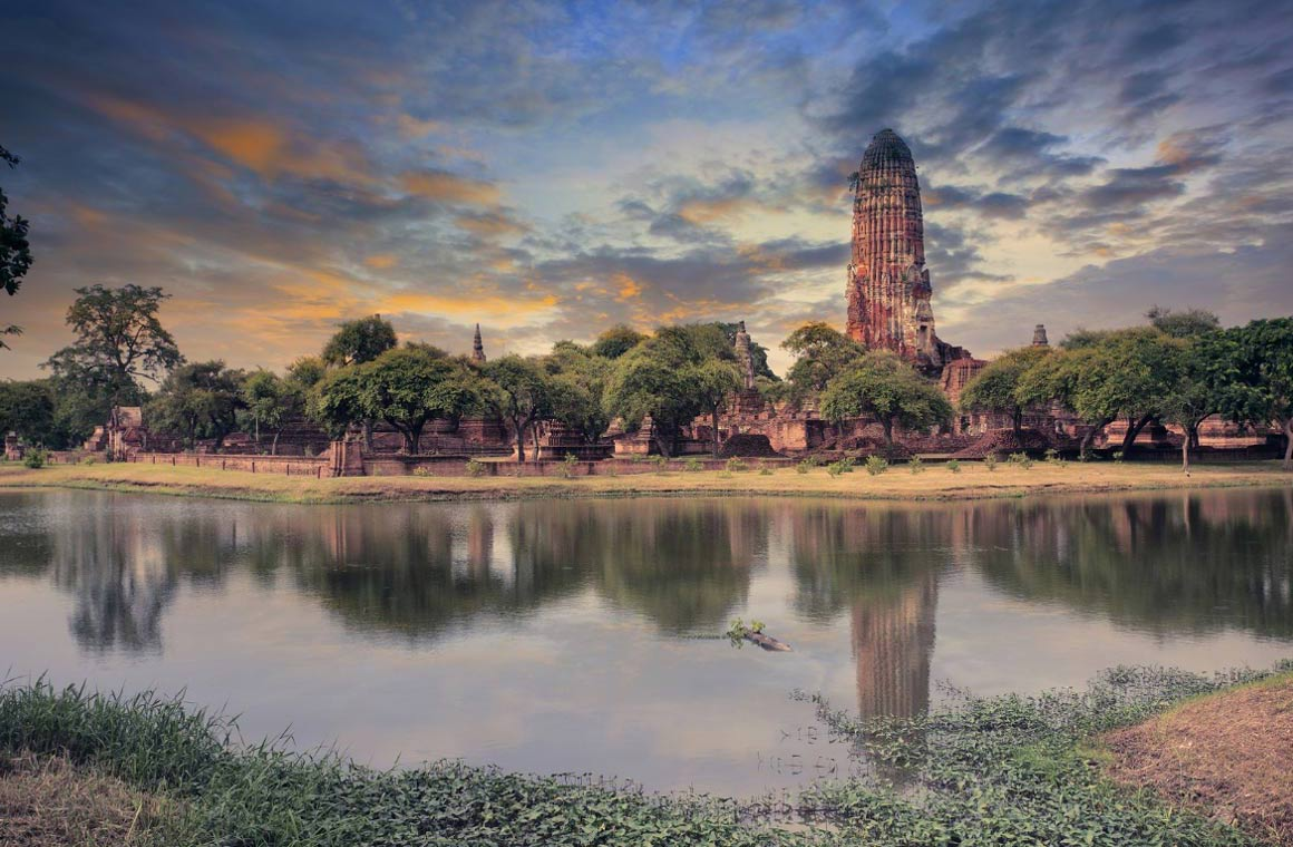 Una vista de la antigua pagoda en el parque del Patrimonio Mundial de Ayuthaya.