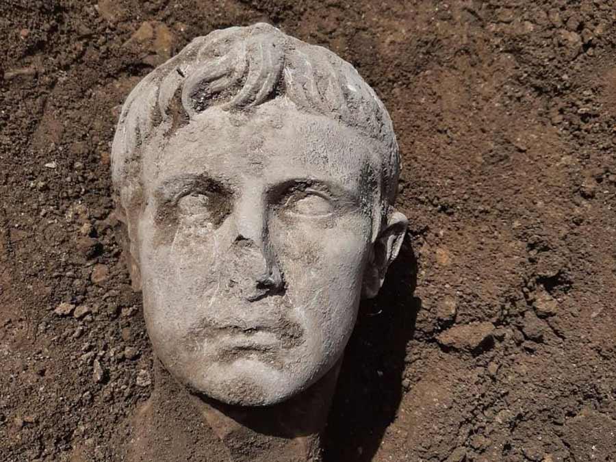 Archäologie und Geschichte - cover