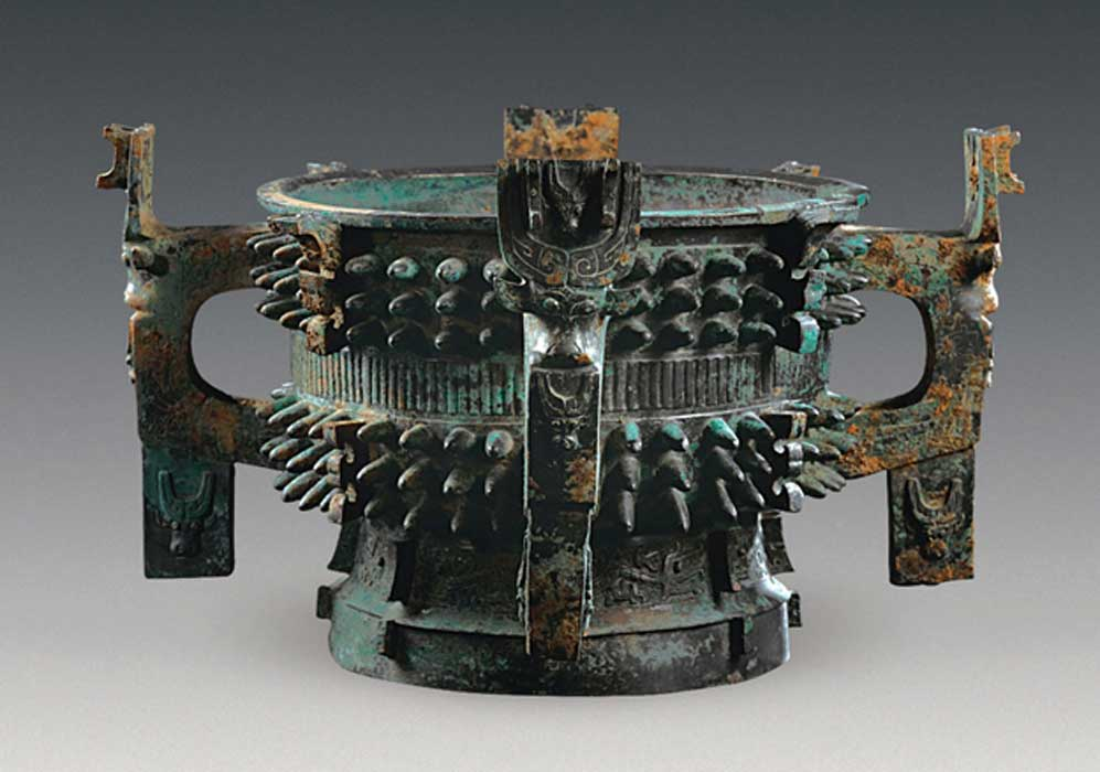 The four-handled tureen adorned with dragons, birds and spikes