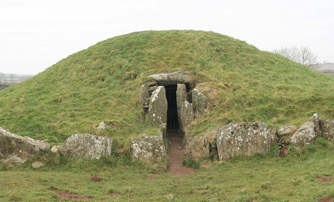 Bryn Celli Ddu: Ancient Stone Circle and Passage Tomb Was for the Living and the Dead