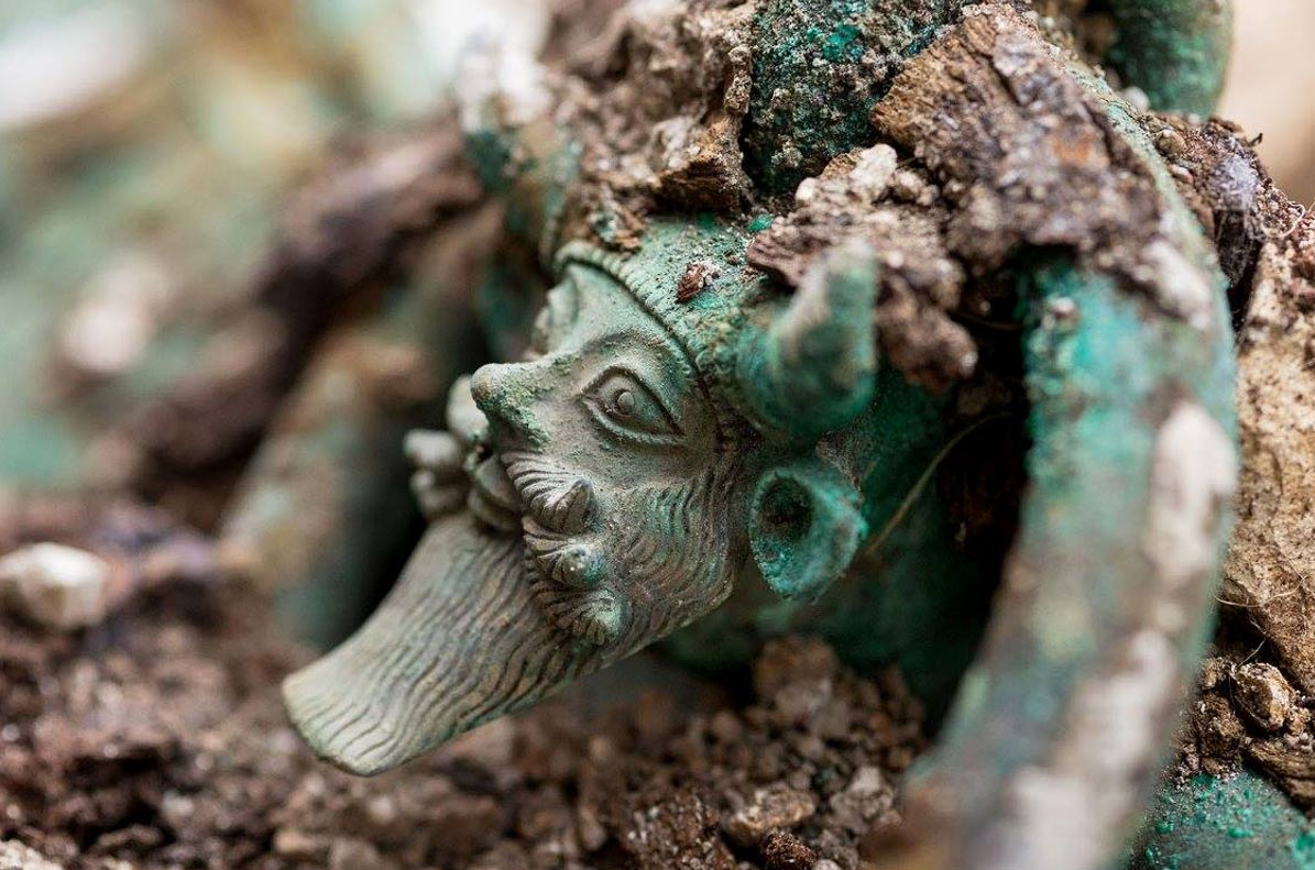 A rich Celtic Iron Age tomb discovered with stunning