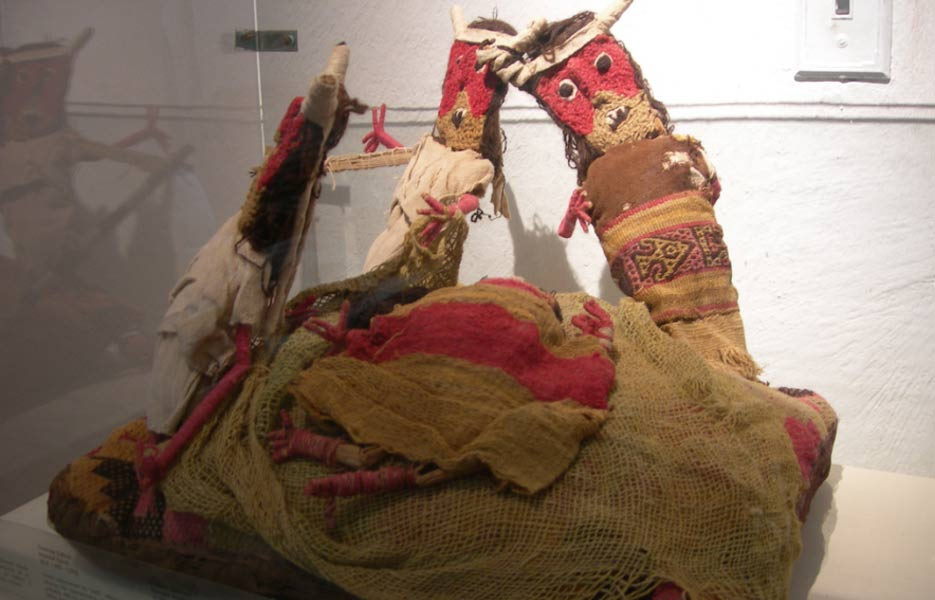 Chancay burial dolls.